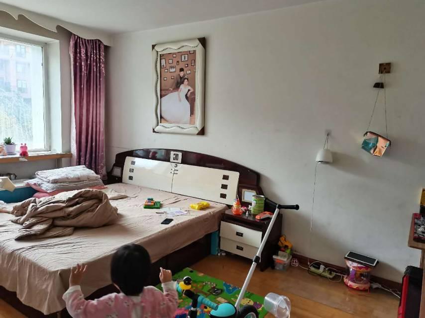一汽37街区2室1厅1卫64平方1200元/月