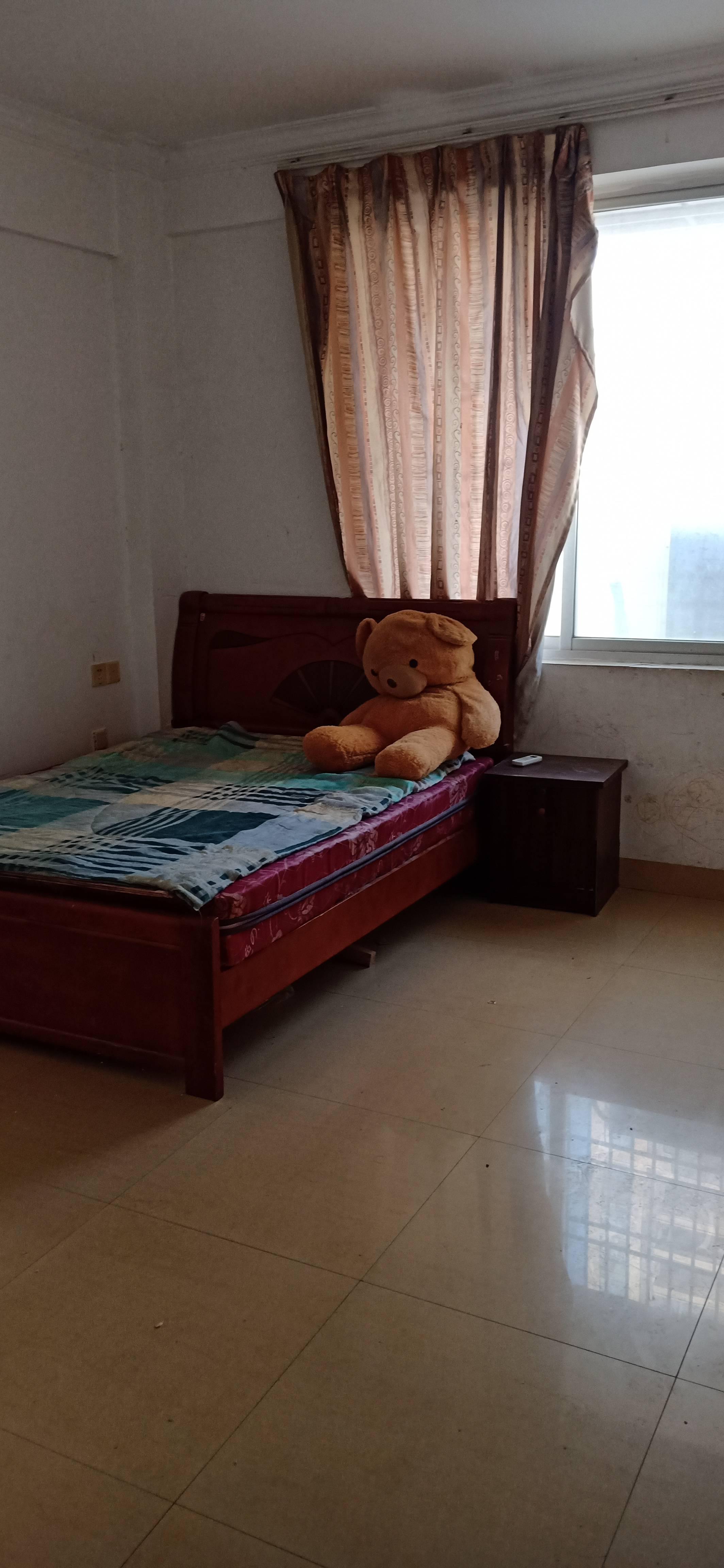 新民街3室2厅2卫120平方1200元/月