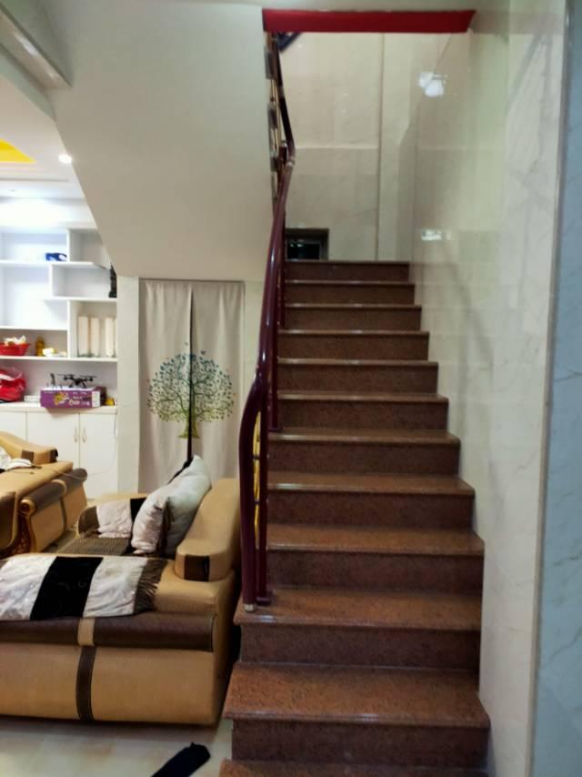 东盛帝豪5室2厅2卫203平方98万