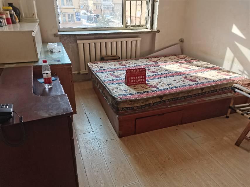 39街区1室1厅1卫47平方1000元/月