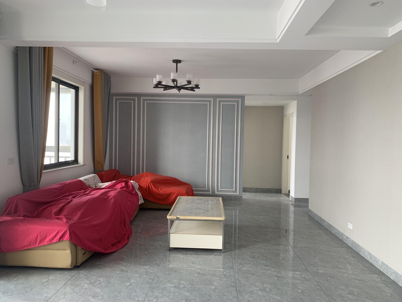 云景豪庭3室2厅1卫133.01平方126.00万
