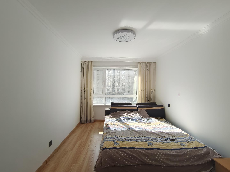 中海景阳公馆(C区)3室2厅1卫100平方2500元/月