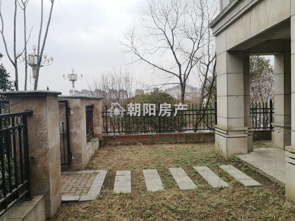 嶺秀山南6室3厅2卫402.8平方320万