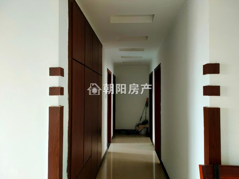 白云小区3室2厅2卫130.16平方34.00万