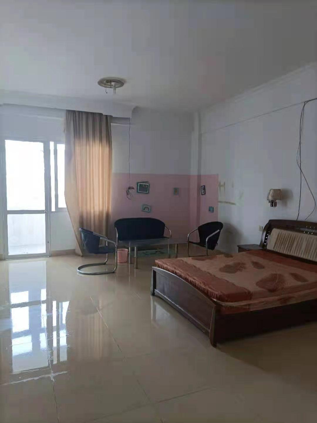 威华花园1室0厅1卫45平方550元/月
