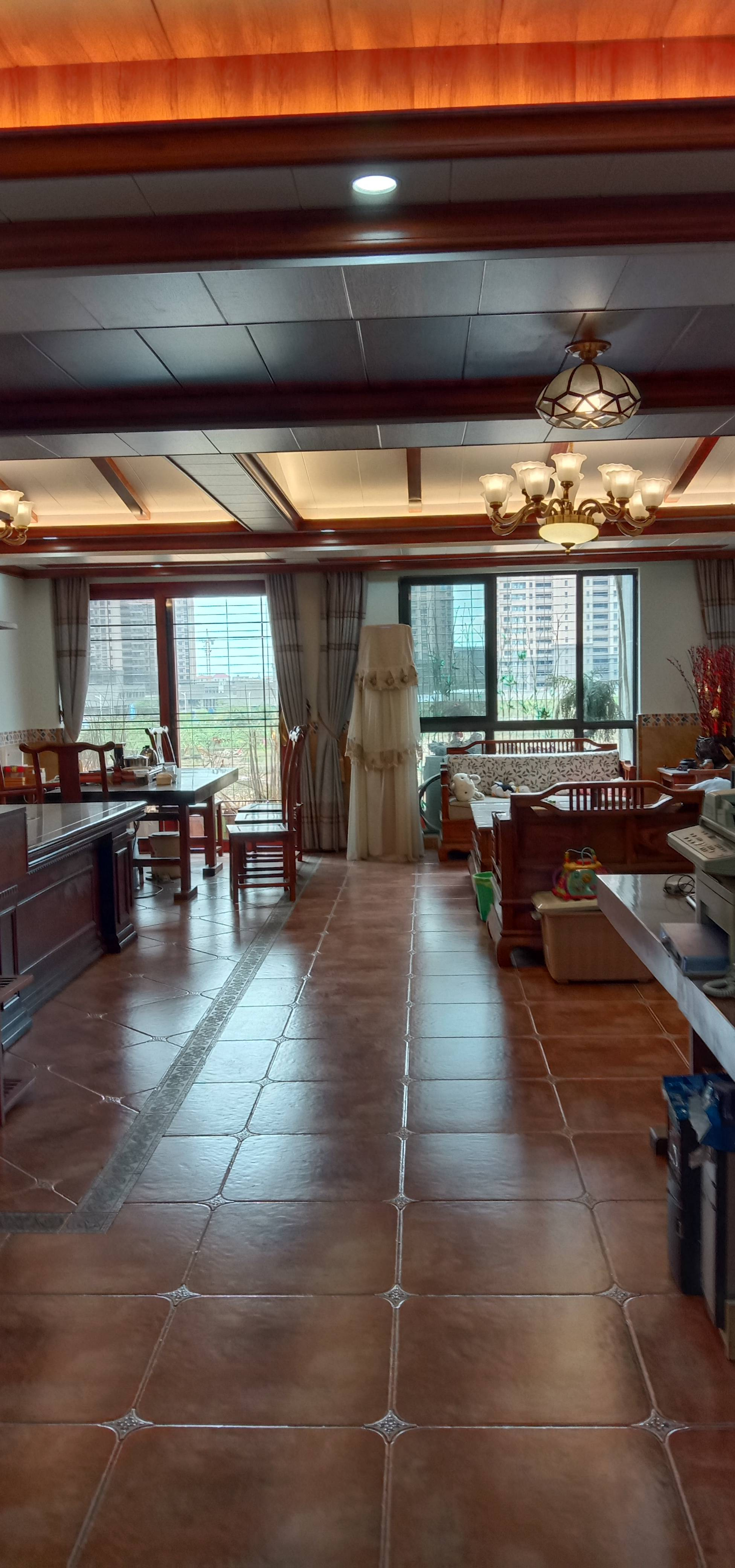 中央第一街4室3厅3卫170.00平方108.00万