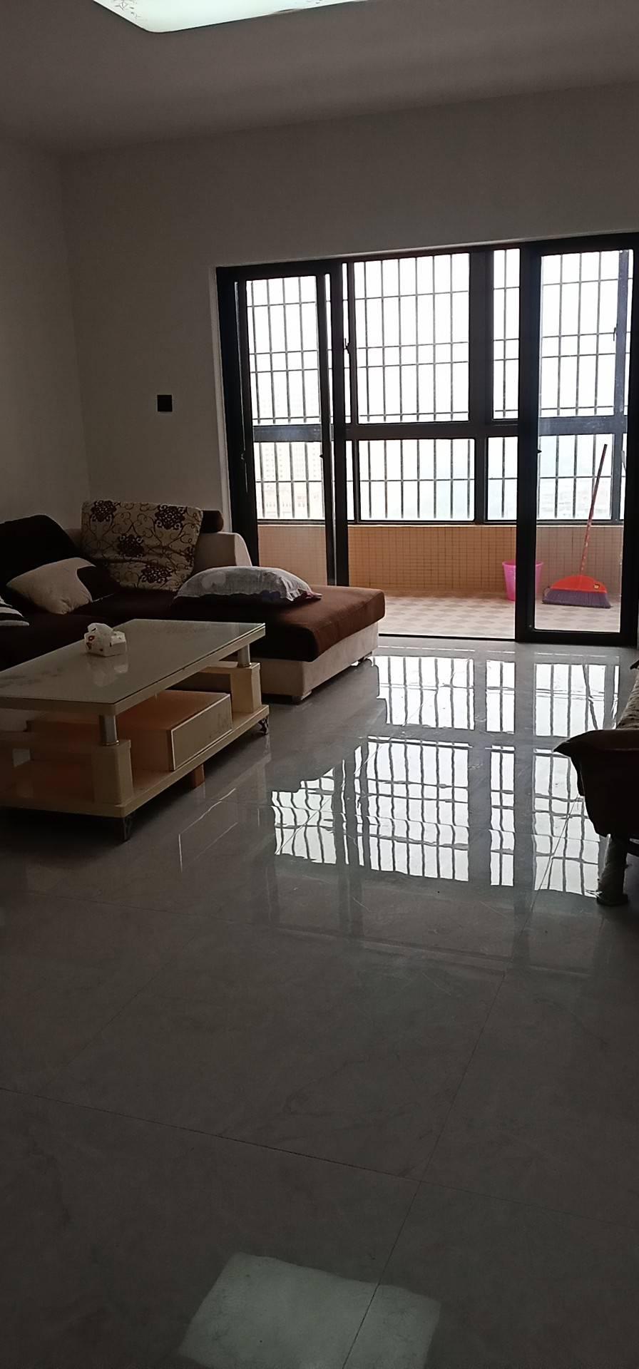聚福小区3室2厅2卫135平方2300元/月