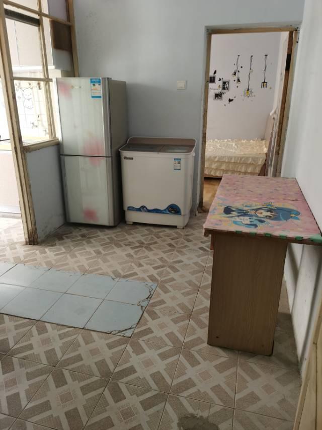 46街区1室1厅1卫40平方1050元/月