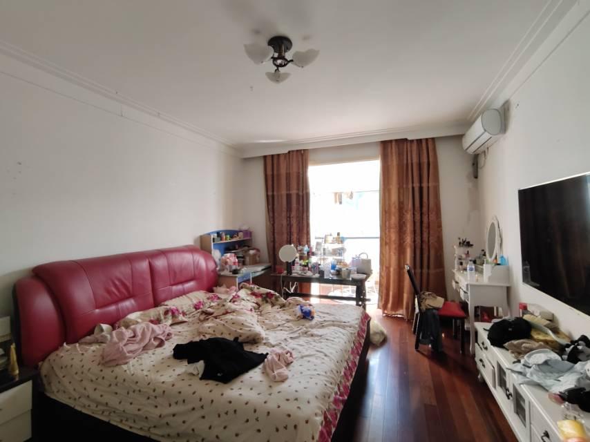25A区3室2厅2卫162平方130万