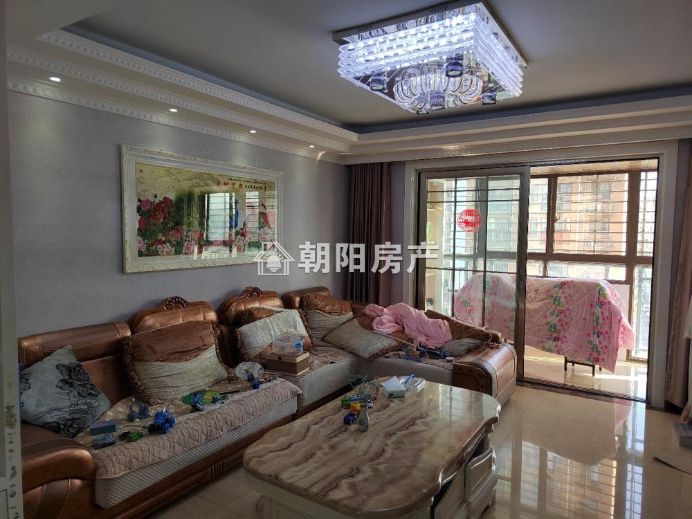 金湾香都精装三室二厅出售 有地暖 楼层好 房东诚心出售