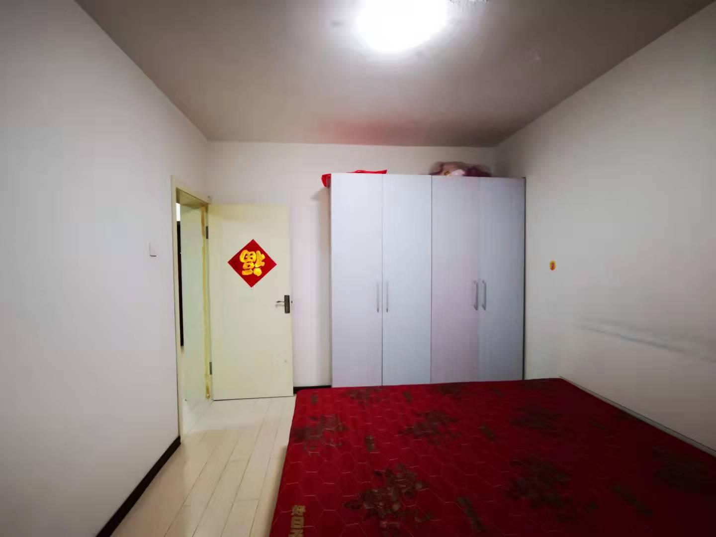 一三三厂小区1室1厅1卫51平方42万